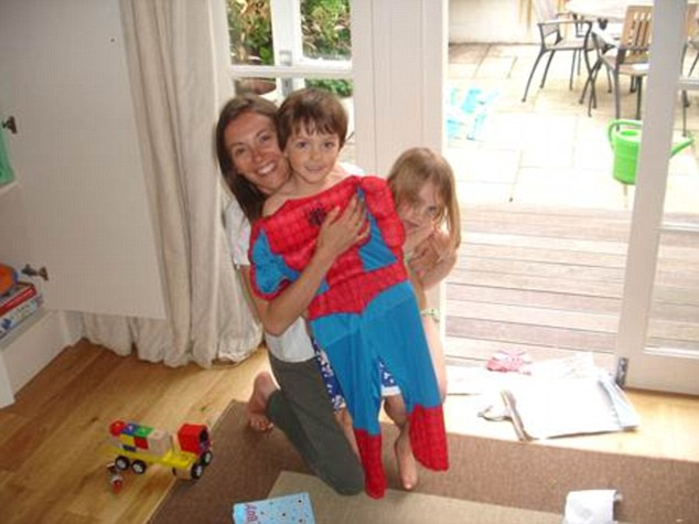 Charlotte at homewith her children.A messy housedoesn't worry her –it's the feeling ofbeing out of control that triggers her OCD tendencies