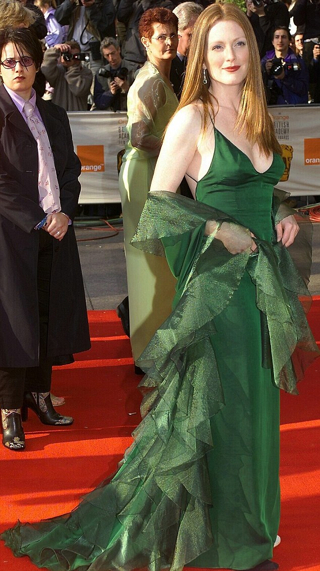 Julianne Moore says that she used to have to walk at a certain pace so she'd be certain to hit every green light